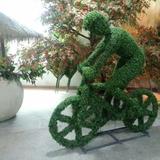 仿真绿雕自行车人